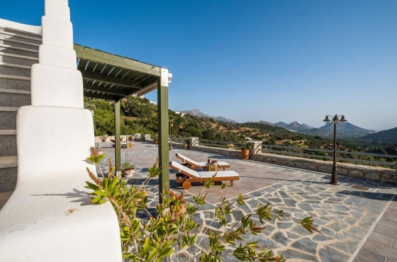 ELaiolithos - A True Eco Luxury Experience
