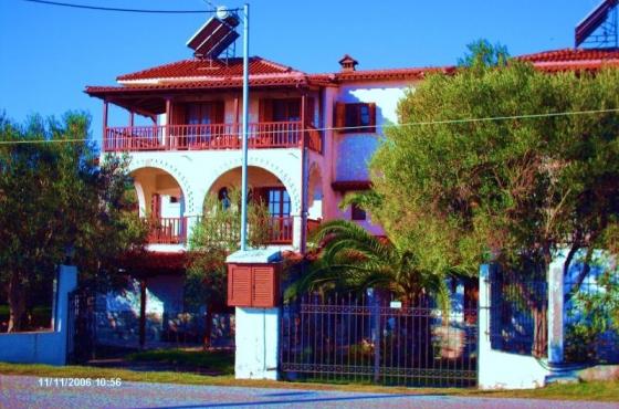 Mantzanas Apartments