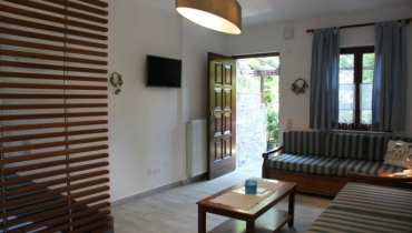Platanofylla Studios & Apartments